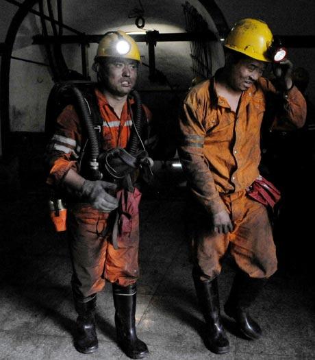 Rescatistas buscan liberar a los mineros atrapados en el yacimiento de carbón. - Foto: AP | Elpais.com.co