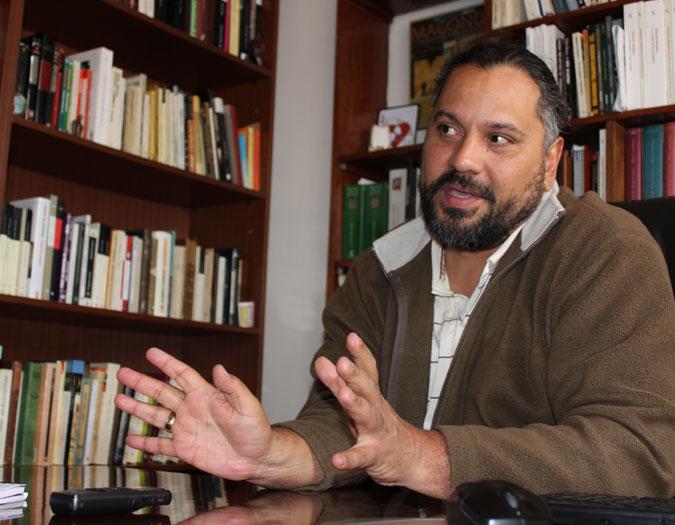 El escritor Nahum Montt, uno de los fundadores de Renata, uno de los proyectos culturales más ambiciosos de las últimas décadas. - Foto: El País