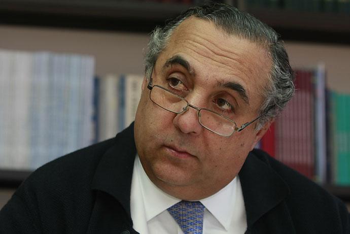 Ministro del interior est dispuesto a que se hunda la for Foto del ministro del interior