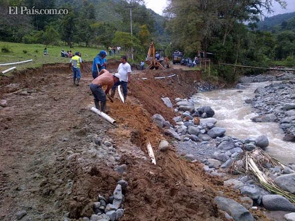 Restablecen paso en zona montañosa de Buga tras creciente del ... - El Pais - Cali Colombia