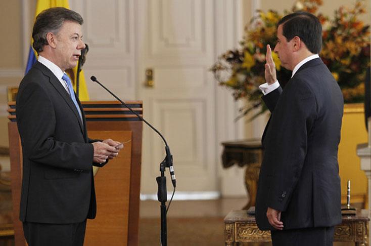 Santos posesiona a nuevo ministro del interior juan for Nuevo ministro del interior
