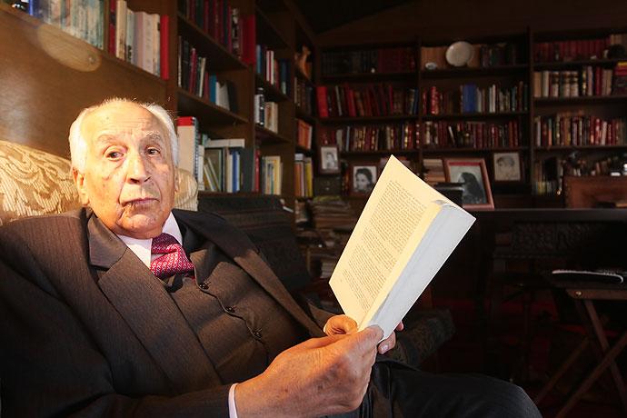 Muere el escritor, historiador y político colombiano Otto Morales Benítez