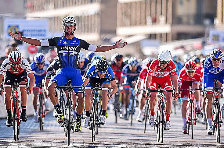 Fernando Gaviria sufre caida en Mundial de Ciclismo