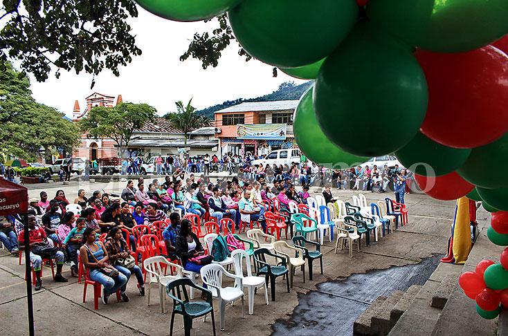 Toribío también tuvo un día histórico con el anuncio de la paz