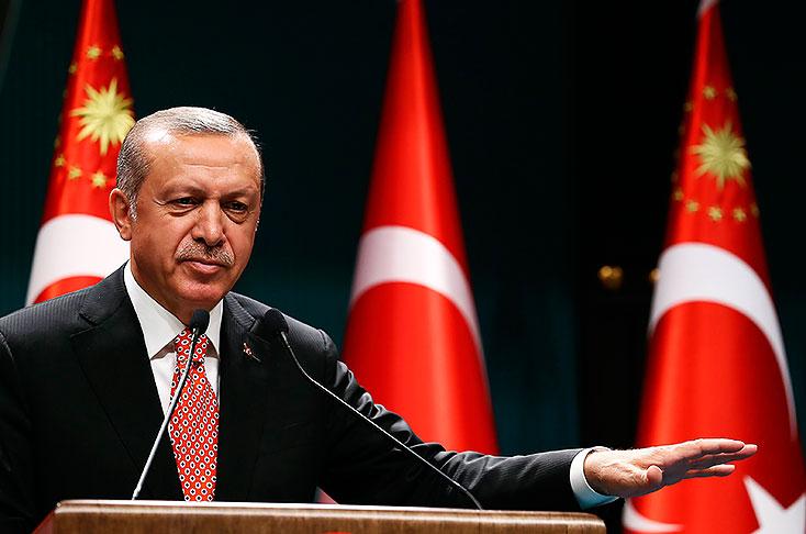 Turquía: ordenan capturar a periodistas