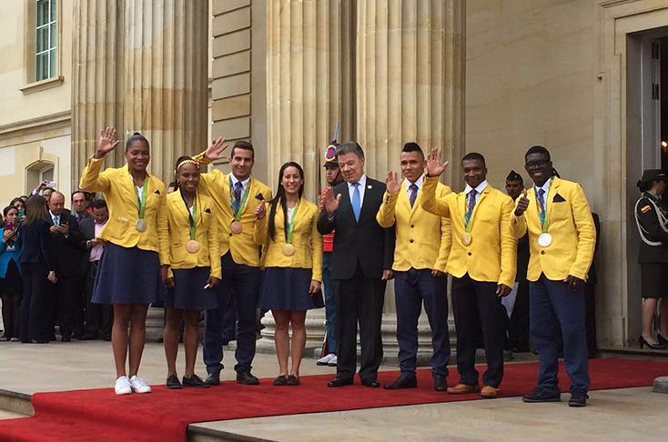 Santos entregó la bandera de Colombia a los deportistas paralímpicos