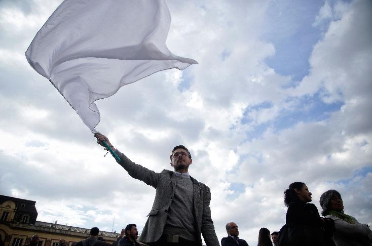 Santos se reunirá con Uribe para recomponer la paz