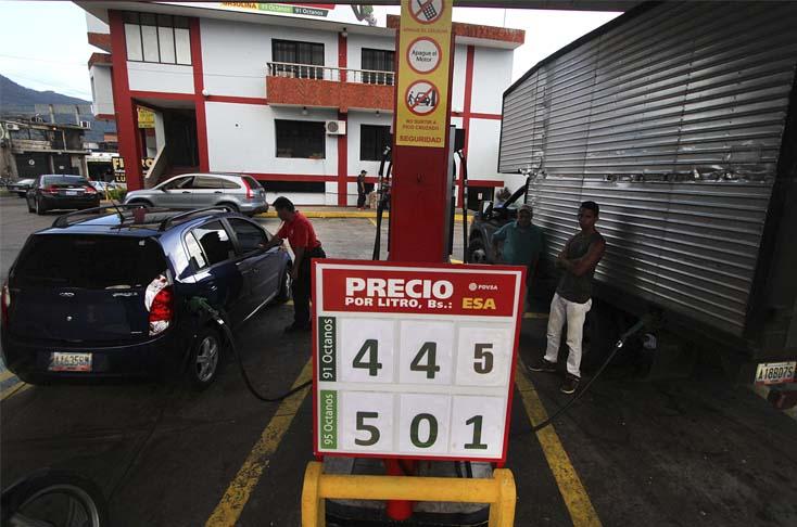 Venezuela: Maduro anuncia medida vs contrabando de gasolina