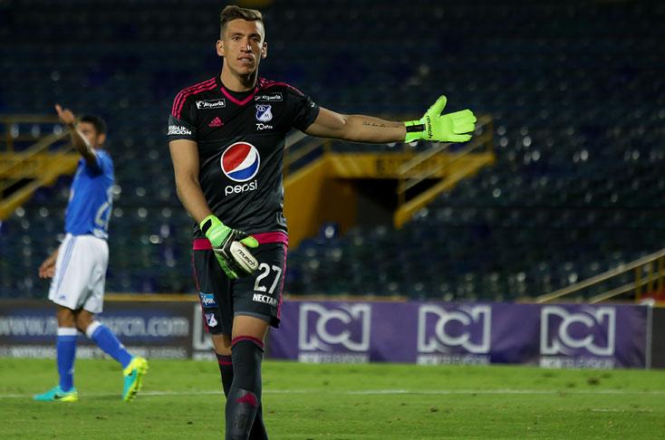 Nicolás Vikonis, suspendido cuatro fechas por escupir a un hincha de Millonarios