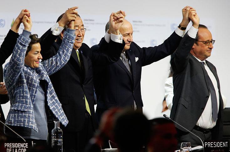 Celebración del ministro Laurent Fabius, el secretario General de la ONU, Ban Ki Moon y el presidente francés, François Hollande