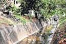 Quejas por canal de aguas lluvias convertido en un caño en la Comuna 2 de Cali