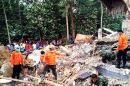 Asciende a 97 la cifra de muertos tras fuerte sismo en Indonesia