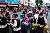 """Paraguay pide tratar """"como humanos"""" a colombianos deportados de Venezuela"""