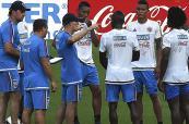 La selección Colombia busca su primera victoria ante Perú