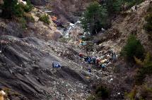 El complicado terreno dificulta identificación de víctimas del accidente en los Alpes franceses