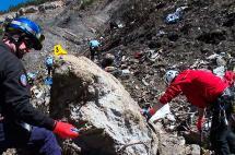 Reanudan búsqueda de restos tras accidente aéreo en los Alpes franceses