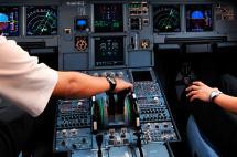 Agencia Europea de Seguridad Aérea recomienda dos personas en cabina de vuelo