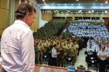 Fuerzas Militares no perderán beneficios con la firma de la paz: presidente Santos