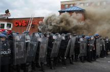 Alcalde de Baltimore decreta toque de queda y despliega la Guardia Nacional