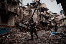 Suben a 5.057 los muertos por el terremoto en Nepal