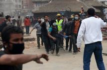 Terremoto de magnitud 7,9 deja más de 870 muertos en Nepal