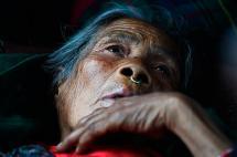 Rescatan a un hombre de 101 años en Nepal, mientras el balance de víctimas aumenta