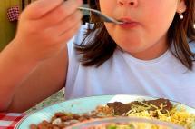 Firman convenio para erradicar la desnutrición infantil en el país