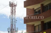 Físico italiano descarta riesgos en la salud por antenas de celulares