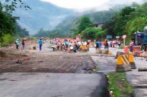 Indígenas bloquean el paso en la vía a Buenaventura