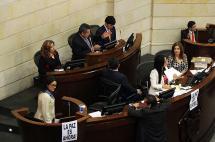 En recriminaciones por viajes a Cuba terminó debate de paz