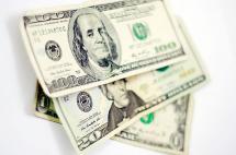 Otra baja del dólar y el petróleo se recupera