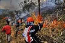 Bomberos atienden incendio forestal en Menga, en límites entre Cali y Yumbo