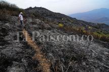 Autoridades de Yumbo, en alerta por incendio que puede reactivarse