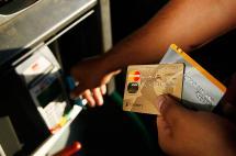 Capturan a diez personas señaladas de hurtar y clonar tarjetas de crédito en Cali