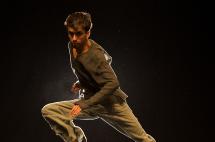 Cuatro escenarios, cuatro danzas, cuatro lecturas, cuatro músicas, un solo bailarín