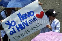 En imágenes: estudiantes de Univalle se pusieron la bata por el HUV