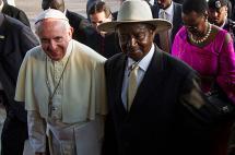Papa califica a África de continente de la esperanza al llegar a Uganda