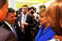 Presidente Santos habló con la canciller alemana en París