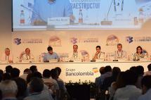 Empresarios deben ayudar a financiar las vías de Colombia: Felipe Calderón