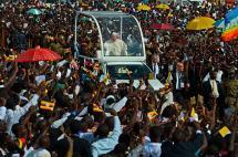 Papa Francisco honró a mártires y celebró el ecumenismo en visita a Uganda