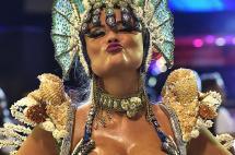 En fotos: Carnaval de Brasil arrancó inundado de color, sabor y mujeres bellas