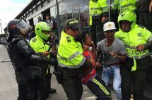 Caos en Bogotá: 85 detenidos, 8 heridos y 24 buses afectados en protesta por Transmilenio