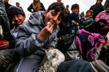 En 20 fotos: el drama de los desplazados sirios acorralados en la frontera con Turquía