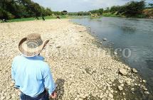 En video: 'El Niño' y la contaminación tienen al río Cauca desierto