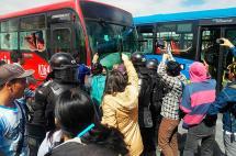 Protestas por demora de buses del Transmilenio generan disturbios en Bogotá
