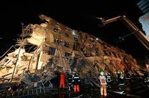 Un centenar de personas atrapadas en edificio colapsado por sismo en Taiwán