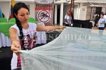 Entregan toldillos a mujeres embarazadas para prevenir casos de Zika en Cali
