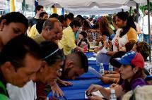 Chavismo asegura que 10.000 firmas para revocatorio son de fallecidos