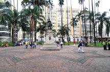 Video: no para polémica por traslado de bancas en la Plaza de Cayzedo
