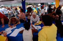 Oposición venezolana dice tener el triple de firmas para activar revocatorio contra Maduro